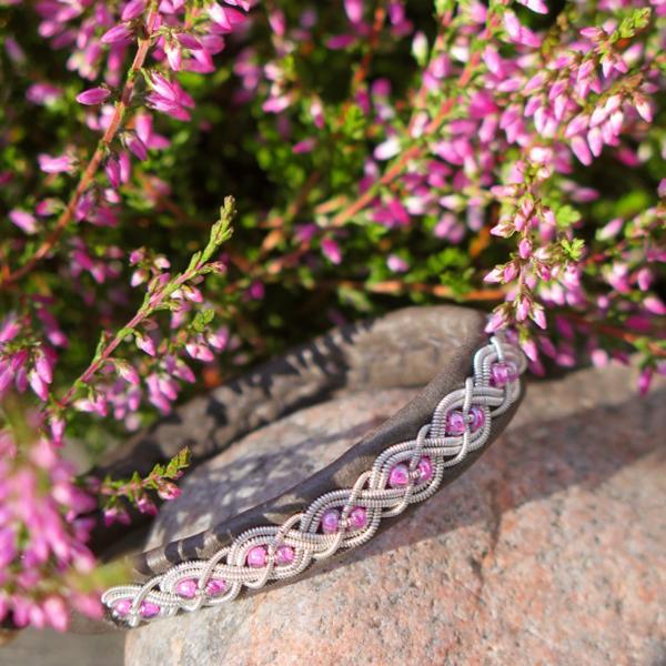 Antracitgrå rosa pärlor