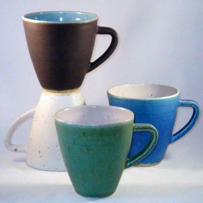 Frihandsdrejad tekopp i keramik