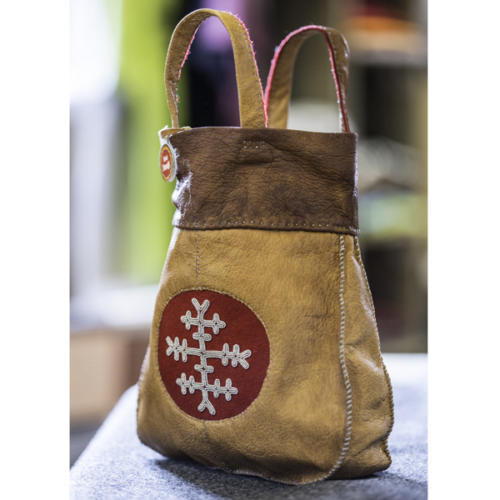 Bag in reindeer leather with embroidery