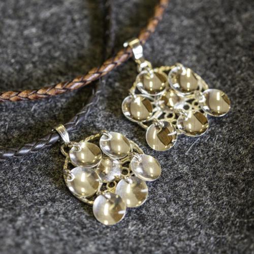 Halsband med läderrem