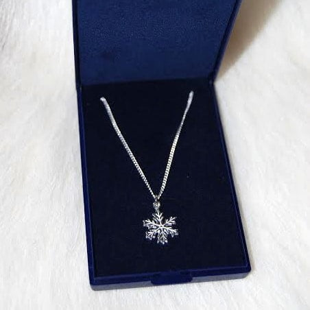 silver necklace snow star
